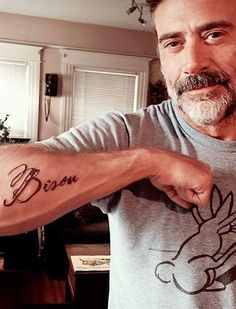 Jeffrey Dean Morgan, né le 22 avril 1966 à Seattle (Washington, États-Unis), est un acteur américain.