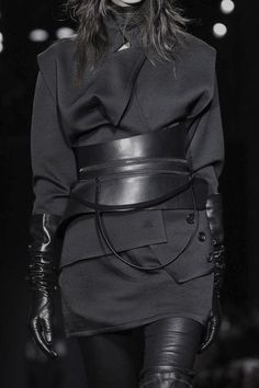 All black outfit with leather accessories; fashion details // Ann Demeulemeester… All black outfit with leather accessories; fashion details // Ann Demeulemeester F/W 2015 Cyberpunk Mode, Cyberpunk Fashion, Damir Doma, Ann Demeulemeester, Dark Fashion, High Fashion, Gothic Fashion, Mode Steampunk, Steampunk Fashion