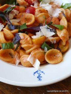 grain de sel - salzkorn: Aus dem Ärmel geschüttelt: Pasta mit Tomatencrème und Basilikum