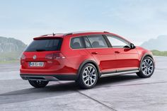 The 2017 Volkswagen Golf SportWagen Alltrack can be looked at as essentially a compact station wagon version of Volkswagens Golf model. Unlike