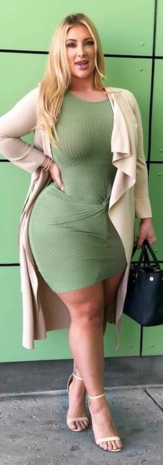 She's really phat to death! Curvy in all the right places! Curvy Fashion, Plus Size Fashion, Womens Fashion, Looks Plus Size, Moda Plus Size, Plus Size Beauty, Voluptuous Women, Beautiful Curves, Madame