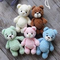 Everyone needs a little crochet bear. Here is a free teddy bear amigurumi pattern to make a cute toy. Make your own crochet bunny using this easy free amigurumi pattern. Designed by Lena Khokhlova (Ami Toys). This free amigurumi pattern will help you to c Chat Crochet, Crochet Mignon, Crochet Mouse, Crochet Bunny, Free Crochet, Crochet Animals, Giraffe Crochet, Crochet Parrot, Crochet Penguin