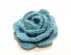 Large, medium, and small rose patterns - scroll down for English translation Loom Flowers, Knitted Flowers, Crochet Crafts, Knit Crochet, Crochet Tutorials, Modern Crochet, Small Rose, Flower Making, Weaving