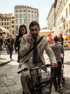 Sharp dressed commuter - Firenze 2014 they do have fashion flair you cant deny it.