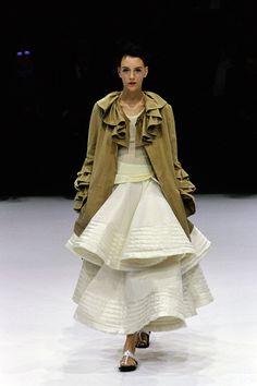 Yohji Yamamoto Spring 1999 Ready-to-Wear Fashion Show - Hannelore Knuts