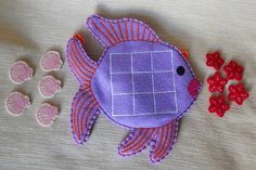 Tic tac toe game from felt. Tic tac toe game in the form of fish. Tic tac toe game with sea animals. Tic Toe, Tic Tac Toe Game, Peppa Pig, Cotton Thread, Christmas Gifts, Ribbon, Shapes, Fish, Sewing