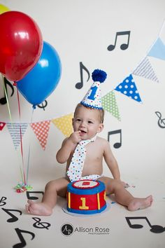 So cute! Allison Rose Photography 1st Birthday Music Theme Music Cake Smash