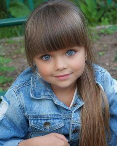 Hermosa BB Look at those Very Beautiful Eyes So precious. Cute Little Baby Girl, Little Girl Models, Beautiful Little Girls, The Most Beautiful Girl, Child Models, Beautiful Children, Beautiful Babies, Cute Kids, Cute Babies