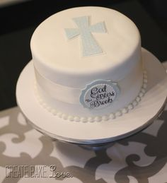 I like this for the simple cross on the top: Boy Baptism Cake Create. Baby Boy Baptism, Boy Christening, Baptism Party, Christening Cake Boy Simple, Boy Baptism Cakes, Baptism Cupcakes, Confirmation Cakes, Baptism Ideas, Comunion Cakes