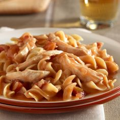 Skillet chicken and noodles: just a few ingredients for a low calorie meal