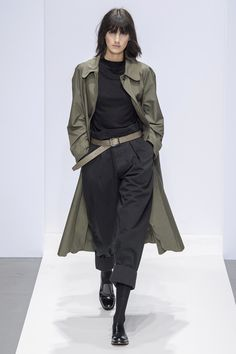 Margaret Howell Herbst Winter 2019 2020 Ready to Wear Modenschau Vogue Paris Margaret Howell, Vogue Paris, Vogue Uk, Mode Outfits, Fashion Outfits, Fall Outfits, Fasion, Fashion Vest, Fashion Boots