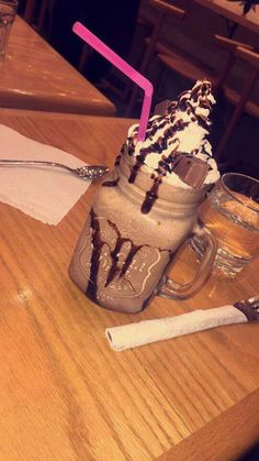 ♡•pinterest: nailynv_12cr ♡instagram: @nailynv_12cr•♡ Chocolate Cream Cake, Diy Gift For Bff, Unicorn Foods, Tumblr Food, Snap Food, Midnight Snacks, Food Wallpaper, Food Snapchat, Frozen Drinks