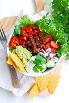 Pidempi korsi - Vegaaniruokablogi — Hei, olen Paula ja haluan jakaa parhaat kasvisruokareseptini kanssanne! Luvassa on kotoisaa kokkailua ja herkullista vegaaniruokaa. Lämpimästi tervetuloa! Yhteydenotot: pidempikorsi@gmail.com Korn, Gnocchi, Cobb Salad, Chili, Tacos, Mexican, Pasta, Ethnic Recipes, Red Peppers