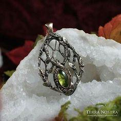 Peridot and bronze pendant. Bronze Pendant, Peridot, Pagan, Bracelets, Class Ring, Jewelry Making, Rings, Accessories, Fashion