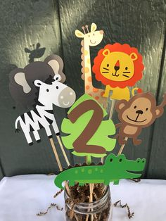 7 piece zoo/safari/jungle animals. You will get one each monkey, alligator, elephant, lion, zebra, giraffe and a leaf with a number. They are on a 8 inch stick. The animals are about 4 inches. Please note.. these are one sided. If you would like double sided, please message me