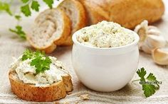 Herb Cheese Spread Recipe: This article features a healthy breakfast recipe - herb cheese spread. You can you enjoy this healthy cheese spread on your morning toast or bun. Queijo Cotage, Healthy Breakfast Recipes, Healthy Recipes, Sheep Cheese, Cream Cheese Topping, Grass Fed Meat, Czech Recipes, Cheese Spread, Queso