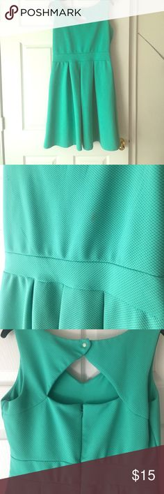 "TIANA B SIZE 10 MINT GREEN SUMMER DRESS Adorable, casual dress that's perfect for summertime! I'm 5'10"" and the dress hits me right above my knees. Small make-up stain (pictured)- can be removed with dry cleaning, but it's hardly noticeable. Dresses"