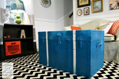Junk trunk to coffee table - Spray painted steamer trunk by @DIY Show Off