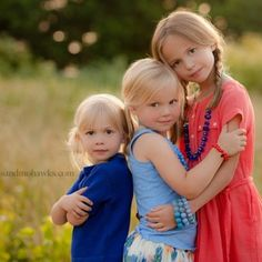 great sibling pose by september cmpro of the month | tiffany bender of munchkins and mohawks