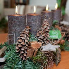 Adventní svícen protažený v kombinaci přírodní hnědé a zelené  Květinářství Floresco  Vyrobila Šárka Pleskačová