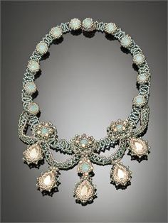 Queen Ester's Jewels, Pacific Opal & GSHA so want this pattern! love this necklace.