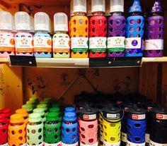 Lifefactoryn tuotteissa yhdistyy moderni design, ympäristöystävällisyys sekä ainutlaatuiset käyttöominaisuudet. Lasiset tuttipullot, juomapullot sekä silikoniset purulelut ovat turvallisia eivätkä ne sisällä terveydelleesi haitallisia kemikaaleja. Second Hand, Design, Egg, Design Comics