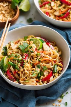 This is such a flavorful, hearty, approachable Pad Thai recipe that anyone can make! It's made with ingredients you can find at the regular grocery store and it's sure to leave you craving more! cravings videos dinner PAD THAI (Chicken or Shrimp) Healthy Dinner Recipes, Vegetarian Recipes, Cooking Recipes, Damn Delicious Recipes, Vegetarian Pad Thai, Wok Recipes, Vegan Pad Thai, Sunday Recipes, Appetizer Recipes