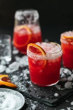 This Blood Orange Paloma is a refreshing, simple to make, and refined sugar free cocktail to make during winter citrus season! Blood Orange Cocktail, Blood Orange Juice, Orange Drinks, Orange Juice Cocktails, Top Cocktails, Winter Cocktails, Paloma Cocktail, Cocktail Tequila, Pina Colada