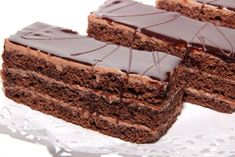 This thin layer chocolate cake is filled with a creamy chocolate mousse and topped with chocolate ganache. Thin Layer Chocolate Cake Recipe from Grandmothers Kitchen. White Chocolate Frosting, Chocolate Truffle Cake, Chocolate Fudge, Fudge Recipes, Cheesecake Recipes, Fantasy Fudge Recipe, Cheese Dip Recipes, Chocolate Babies, Cake Truffles