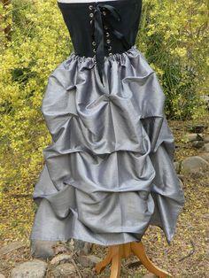 C'est un merveilleux ajout à votre garde-robe victorien ou Steampunk. Serait amusant aussi pour les danseurs burlesques ou à ajouter un petit zing à une robe de cocktail ou formelle. Aussi, pensez à «mariage», ce serait une belle addition à une robe simple pour une mariée ou demoiselle d'honneur ajouter un peu de drame à votre journée.  Fabriqué à partir d'un tissu taffeta bel dans une variété de couleurs.  Couleurs disponibles - s'il vous plaît voir échantillon de tissu dans la liste. Ne…