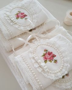 Diy Bottle Cap Crafts, Designer Bed Sheets, Modern Table Runners, Bathroom Towel Decor, Crochet Towel, Christmas Napkins, Ribbon Embroidery, Hand Towels, Cross Stitching