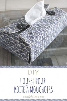 Diy - housse pour boîte à mouchoirs The right couture idea for fall winter ? Dress up your tissue boxes with a pretty fabric cover! Diy Fashion Projects, Home Projects, Sewing Projects, Tissue Box Covers, Tissue Boxes, Rainbow Loom, Creation Couture, Blog Couture, Summer Diy