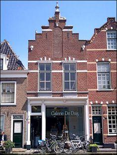 Galerie De Duig, opgericht in 1984 door Aad Hofman en Dick Kats, bestaat uit een…