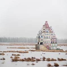 Graphiste allemand, Matthias Jung imagine des splendides illustrations de maisons imaginaires