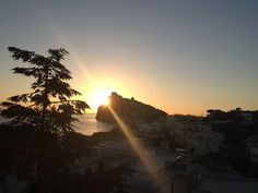 Una fantastica #domenica a tutti :)    Intanto l'inizio non è davvero niente male...    #ischia #viraccontolitalia