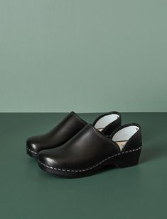 Traditional Talla clogs are handmade in Southern Finland from local birch andleather. The unique sole was developed by Talla in the 1980's and utilises the same footbed design today to make footwear for discerning customers interested in comfort, timeless design and a sustainable lifestyle. The shoe upper is leather,