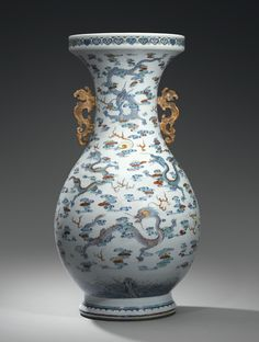 A MASSIVE DOUCAI PORCELAIN VASE, CHINA, QING DYNASTY, YONGZHENG PERIOD (1723-1735)