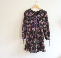 1960s Dress // hippie floral 60s dress // by superqueenieretro £38.00