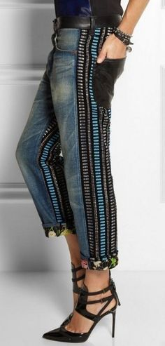 Cool looking jeans! Blue jeans with leather pockets and side line details Denim Fashion, Boho Fashion, Womens Fashion, Fashion Design, Fashion Trends, Fall Fashion, Trendy Fashion, Boho Jeans, Denim Ideas