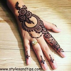 Mehndi henna designs are searchable by Pakistani women and girls.Women, girls and also kids apply henna on their hands, feet and also on neck to look more gorgeous and traditional. Mehandi Design For Hand, Simple Arabic Mehndi Designs, Henna Art Designs, Mehndi Designs For Girls, Mehndi Designs 2018, Mehndi Designs For Beginners, Modern Mehndi Designs, Dulhan Mehndi Designs, Mehndi Design Photos
