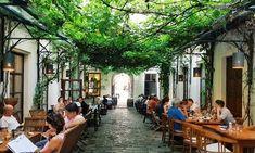 Verborgene Orte zur Stadtflucht in Wien - - Jardin Vertical Fachada Hidden Places, Places To See, Best Rooftop Bars, Heart Of Europe, Urban Farming, Where To Go, Architecture Design, Around The Worlds, Street View