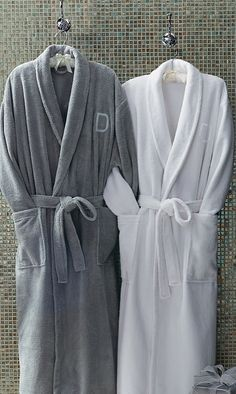 Sumptuously soft on the outside and cozy on the inside, our Plush Robe envelops you in luxurious, lightweight warmth.