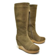 Yummy suede boots by Antelope