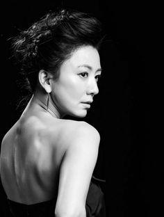 Kim Hee Ae (김희애) looking back