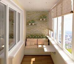Комфортно диванче, плот и цветя за тази остъклена тераса