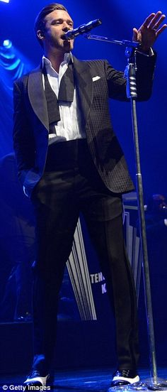 Justin Timberlake on stage for his concert in the NYC ~ If that's not bringing sexy back then I don't know what is!