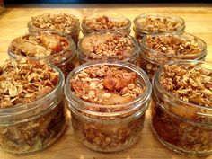 Apple Crumble In A JAr Salad In A Jar, Meals In A Jar, Cafe Food, Healthy Recipes, Jar Recipes, Breakfast Recipes, Deserts, Treats, Apple