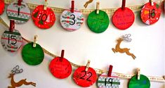 guirlande décorative avec des cercles en papier numérotés, guirlande à fixer sur le mur