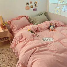 Dream Rooms, Dream Bedroom, Room Ideas Bedroom, Bedroom Decor, Bedroom Colors, Pink Bed Sheets, Pastel Room, Pastel Colors, Minimalist Room