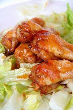 Anya nagy kedvence a csirkeszárny. Mivel mi már kicsit untuk, kikísérletezte azt a tuti receptet, ami mindenkinek ízlik. Azóta már én is készítek... Meat Recipes, Gourmet Recipes, Chicken Recipes, Cooking Recipes, Hungarian Recipes, Kfc, Chicken Wings, Bacon, Diet